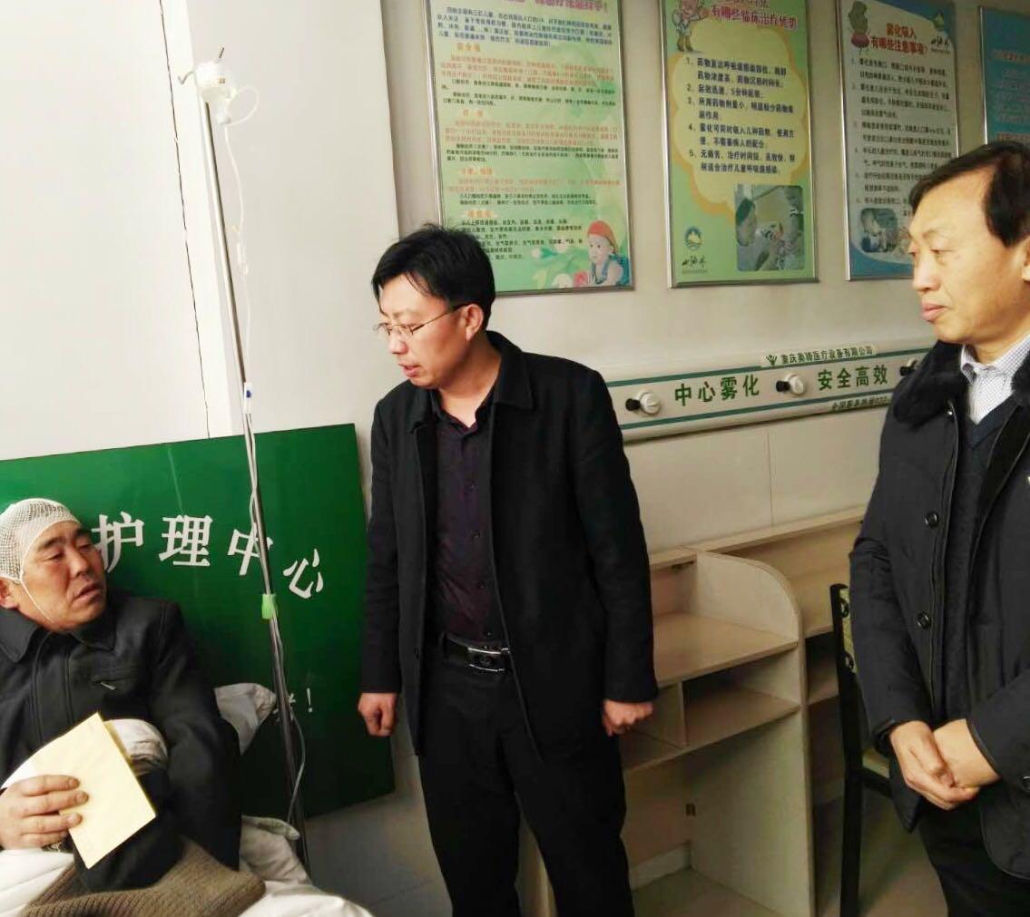 市住建局副局长卢文宝看望受伤环卫工刘续友