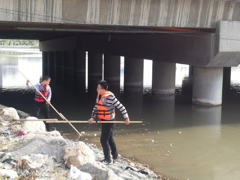市住房和城乡建设局扎实开展清河行动义务劳动