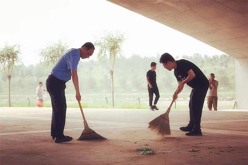 市住建局积极织开展清河行动义务劳动